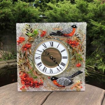 Часы из стекла «Снегири и рябина» квадрат